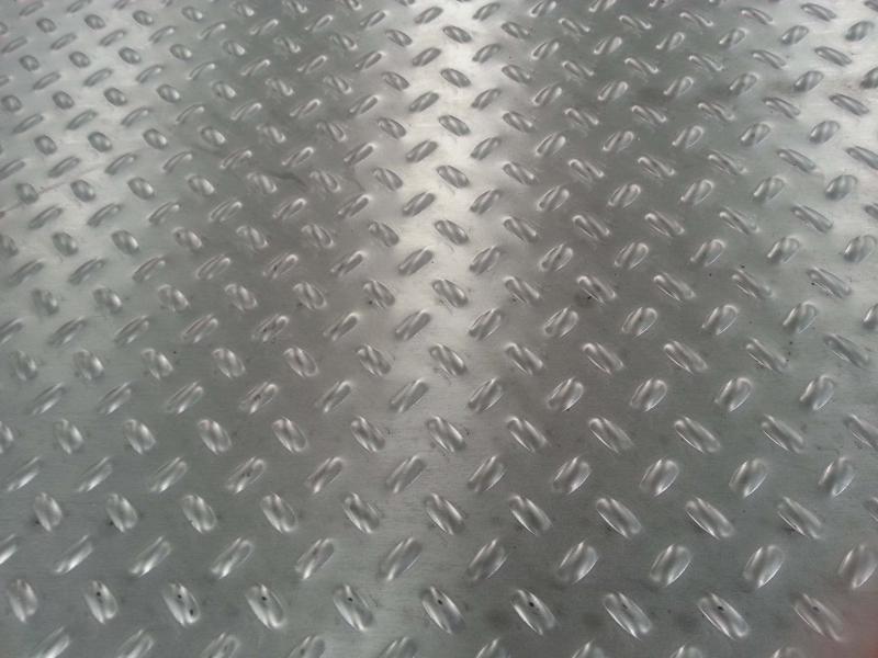 Chapa para piso antiderrapante